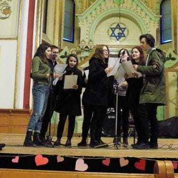 FOTO/VIDEO – Concert caritabil, de Valentine's Day. Interact Club Bistrița-Nosa ne demonstrează că avem viitor