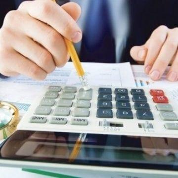ANALIZĂ: Primăriile cheltuie mai mult decât produc și mai fac și risipă