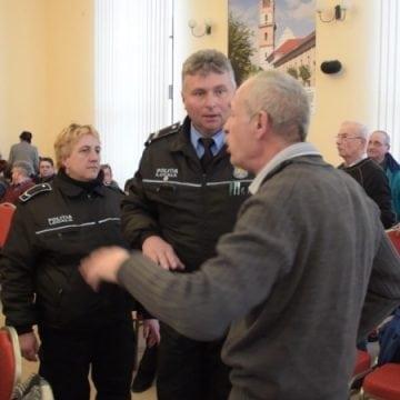 Scandal în Consiliul municipal! Polițiștii locali au fost chemați să scoată cetățenii din sală