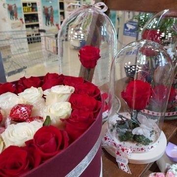 Impresioneaz-o cu trandafiri care rezistă 25 de ani, de la Euforia Floral Boutique!