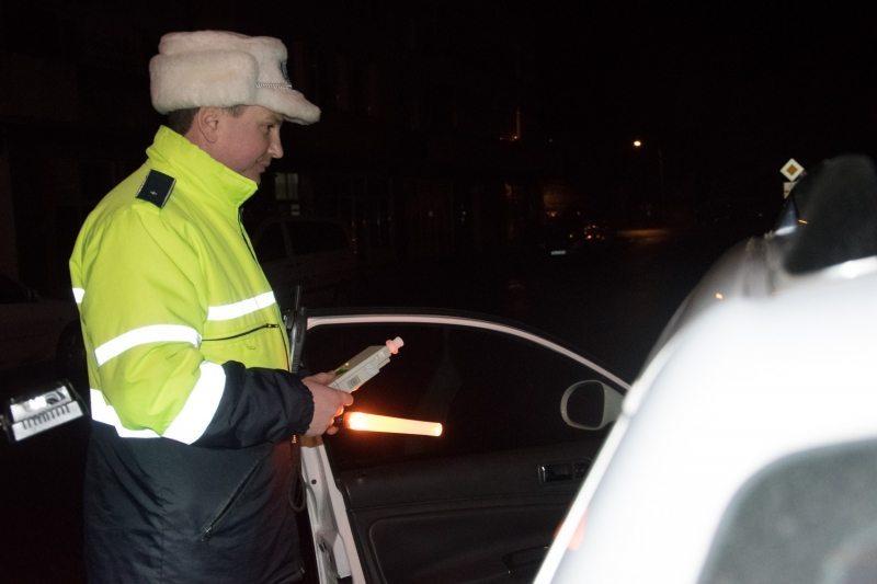 Conducea mașina, deși era la un pas de comă alcoolică!