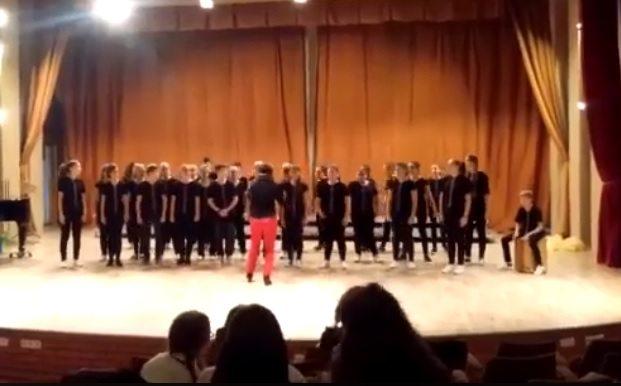 """VIDEO: Elevii implicați în accidentul de vineri, în Reghin, s-au """"răzbunat"""": Au cucerit primul loc pe podium"""