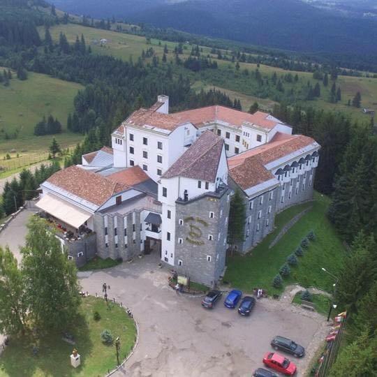 """Încă o tentativă de vânzare a Hotel Castel Dracula. """"Casa"""" contelui este scoasă la licitație de lichidator"""
