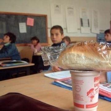 Elevii vor lapte și mere? Să-și pună pofta-n cui!