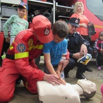 FOTO:  Și-au dorit foarte mult să vadă de aproape cum lucrează salvatorii…