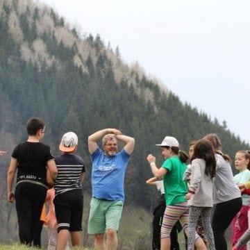 Kilometrul Albastru merge mai departe: la Nepos, pe Valea Carelor