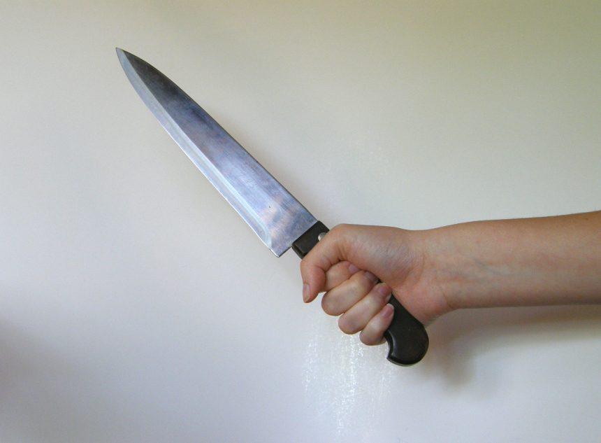 NĂSĂUD: A vrut să-i taie gâtul cu cuțitul! Acum e reținut!