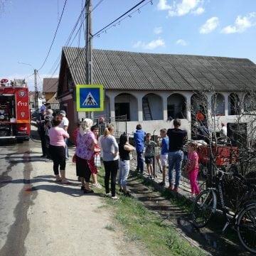 FOTO/VIDEO CEPARI: A uitat oala pe aragaz și i-a luat foc casa!