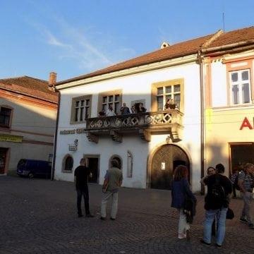 Două clădiri, simbol ale Bistriței, sunt scoase la vânzare