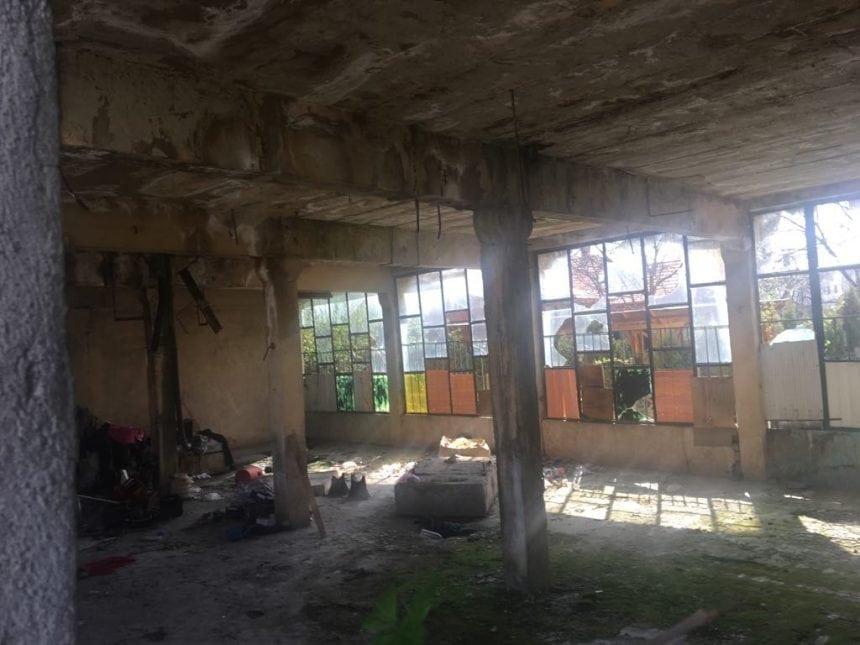FOTO – Tablou de groază în baraca lui Moclogea: Era mort de cel puțin o săptămână
