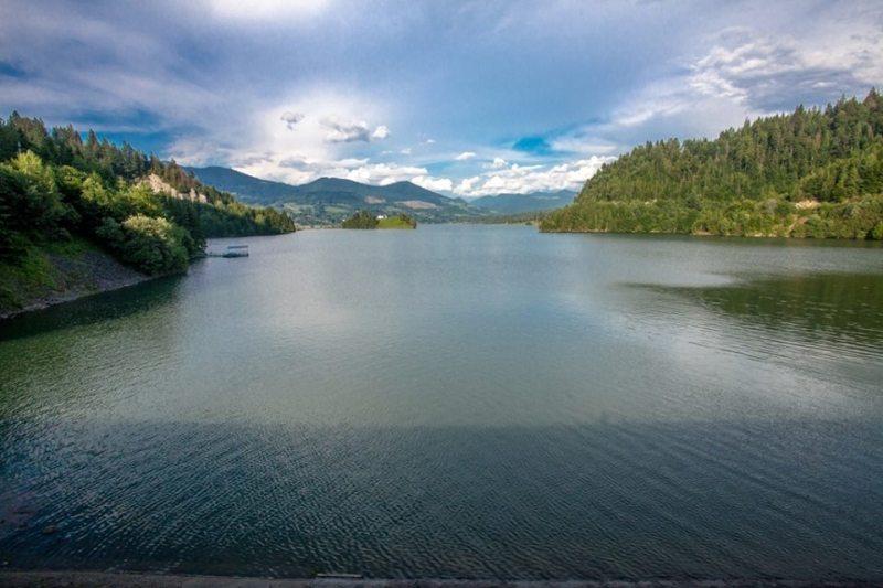 Cele mai lungi lacuri din țară, traversate înot într-un ultramaraton în premieră. Colibița, printre ele