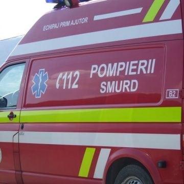 DOBRIC: Tânăr inconștient și încarcerat, după ce a intrat cu mașina într-un cap de pod