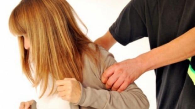 Încă un caz! Fetiță lovită de profesorul de sport, astăzi, la Andrei Mureșanu
