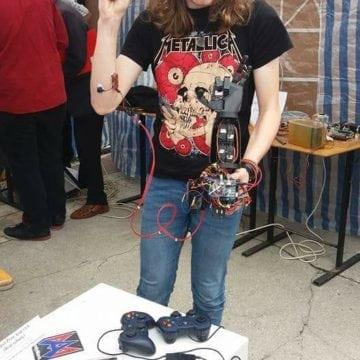 FOTO: La 16 ani, măcelar în Irlanda pentru a strânge bani să construiască un braț robotic