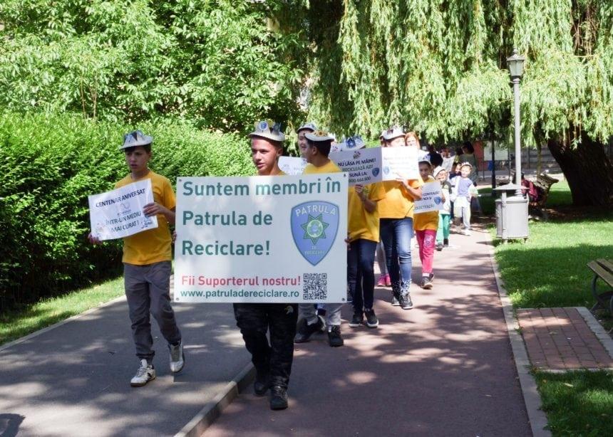 FOTO: Un marș neobișnuit, ieri, la Bistrița. Protagoniști – elevi de la CSEI 1 și prichindeii unei grădinițe