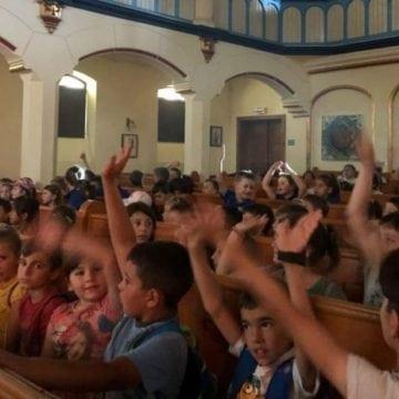 FOTO: Povestea lui Bine – Rău a bucurat peste 170 de copii din Bistrița și Strâmba