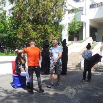 FOTO/VIDEO: Fantastice și bizare personaje de vis – plutind pe treptele Hotelului Hebe, în Sîngeorz-Băi…!