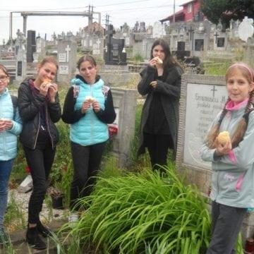FOTO:  Strănepoții lui Eminescu, în acțiune…! Prin Bistrița