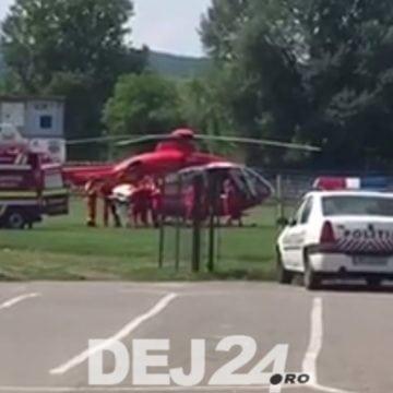 VIDEO: Bărbatul care a fost ars, în timp ce-și salva animalele din incendiu, transportat la Mureș, cu elicopterul
