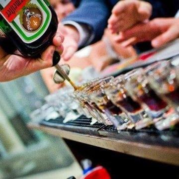 Simplu și fără bătăi de cap! Dacă-ți iei, pentru un eveniment, băuturile de la Cafe Bar Select, ai numai avantaje!