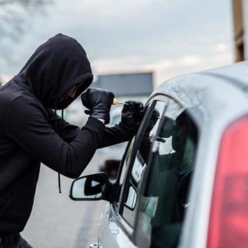 MISTER: O bârgăuancă a reușit să conducă, aproape un an de zile, o mașină furată din Marea Britanie