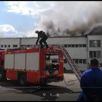 VIDEO Prundu Bârgăului: Incendiu la RAAL