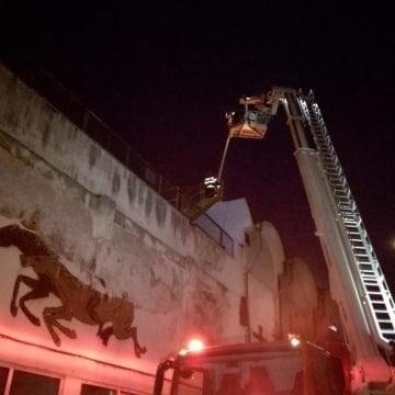 FOTO/VIDEO – Incendiu la Stadionul Jean Pădureanu! Este afectată tribuna oficială