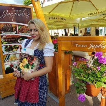 Jacqueline – Terasa cu păpuși în rochii bavareze, flori pe mese și un meniu fabulos, semnat de Chef Constantin Ghimpu