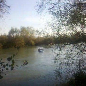 Romuli: S-a răsturnat cu autoutilitara în râul Sălăuța