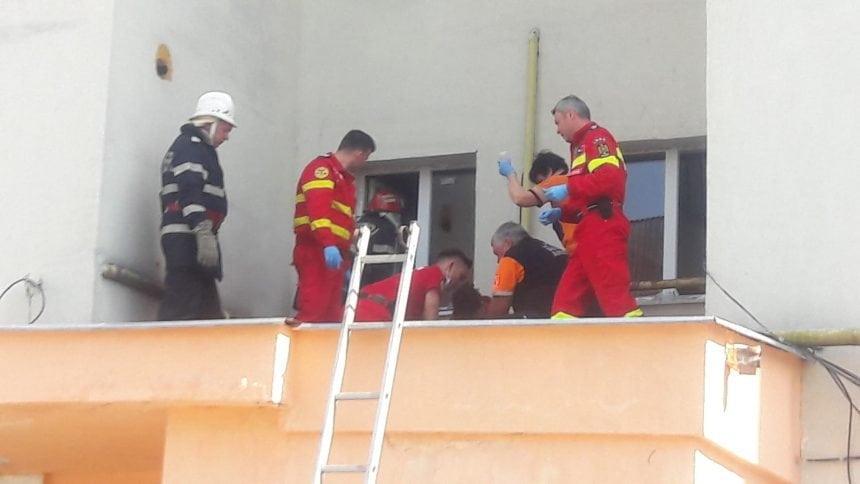 FOTO/VIDEO – Bistrița: A căzut de la etajul 10! Medicii încearcă să-l salveze!