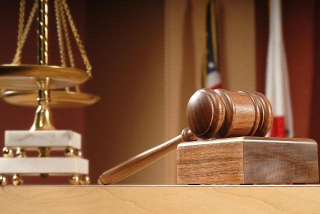 TUPEU! Un bărbat cu 6 clase din Budac a terorizat un judecător și un procuror mai bine de jumătate de an