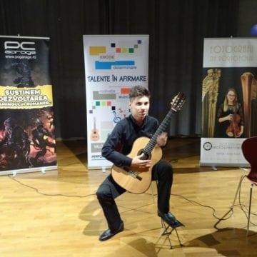 VIDEO: În doar 16 minute, un chitarist din Bistrița a câștigat un cadou extraordinar de 1.500 de euro