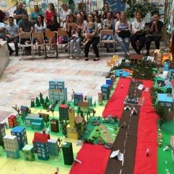 FOTO. De-a arhitectura mini, la Beclean: Și-au construit fantastice lumi personale din jeleuri și bomboane