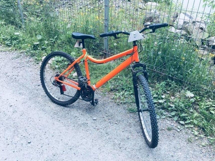 FOTO: Bicicletă dotată cu reflectorizante furate de pe un drum județean