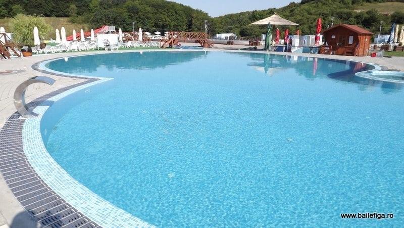 Complexul Băile Figa rămâne principala atracție a verii în Bistrița-Năsăud: În prima zi, două mii de oameni