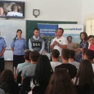 FOTO: Peste 300 elevi din Rebra, implicați într-o acțiune a Postului de Poliție