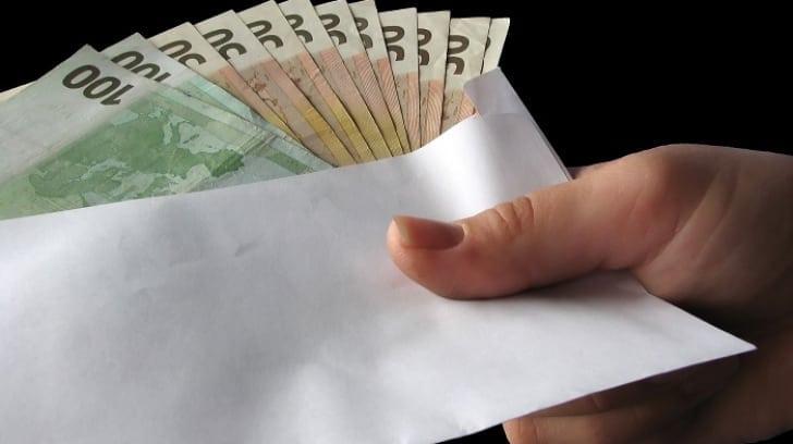 """Camătă """"în familie"""": au împrumutat zeci de bistrițeni cu bani la dobânzi colosale. Ce se întâmpla cu cei care refuzau plata?"""