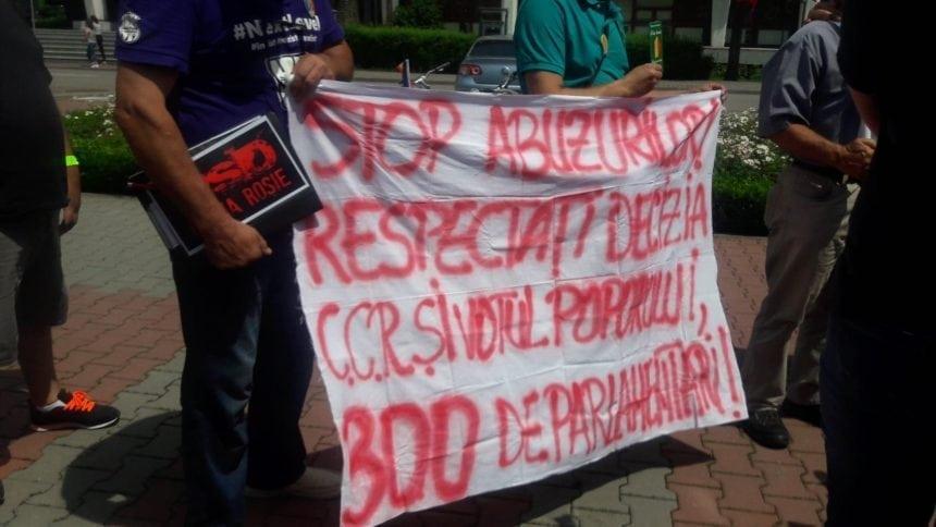 FOTO: Protest la Bistrița! Petiție pentru emiterea legii de reducere a numărului de parlamentari