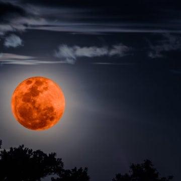 Luna sângerie, astă-noapte, și la Bistrița: Cea mai lungă eclipsă a secolului