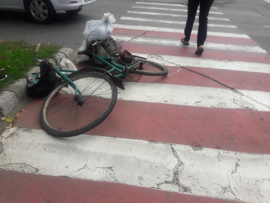 Biciclist beat mangă, rănit după ce s-a dezechilibrat și a căzut