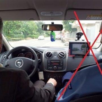 """Modificări la examenul pentru permis! Polițistul, """"dat afară"""" din mașină de două persoane"""