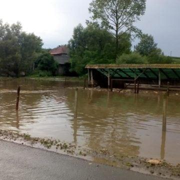 Le-au sărit în ajutor! 11 comune vor primi ajutor după ce inundațiile au făcut prăpăd