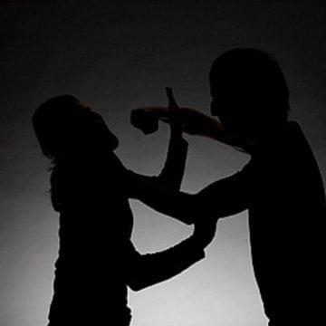 Barbaritate: Și-a snopit în bătaie soția și și-a chemat și un prieten în ajutor
