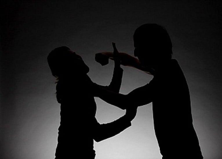 Distracția unui vermeșan: A umblat din casă-n casă, amenințând sau lovind femei și a condus fără permis