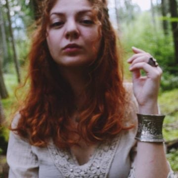 Proaspătă absolventă a Liceului de Arte din Bistrița, găsită moartă în casă!