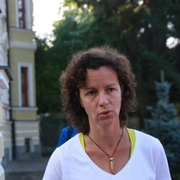 FOTO/VIDEO – NEBUNIA unei foste campioane: Bate, pe jos, 600 de km de la Bistrița la București, în numele educației