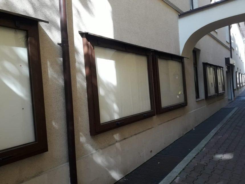 FOTO: Vă interesează proiectele din ședința de Consiliu Local? Mergeți și consultați panourile… goale!
