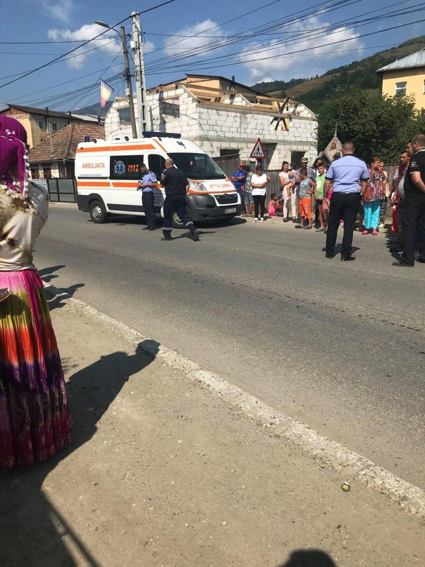 Scandal la Rodna: O fetiță de 6 ani, lovită de mașină