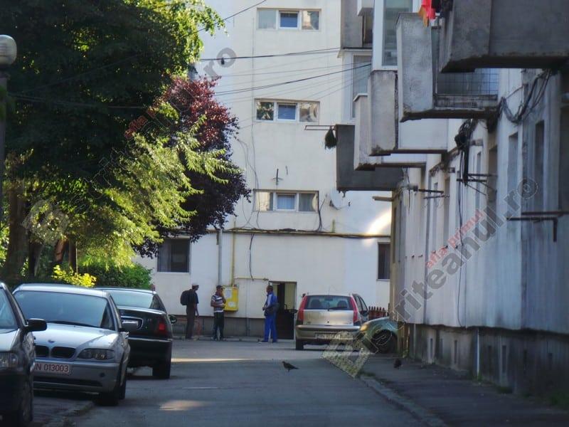 Rostul de dimineață: Ca-n batjocură…! Au montat invers barierele anti-parcare…