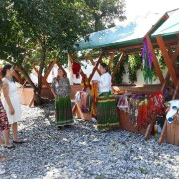 FOTO: Târgul tradiţional al meşteşugarilor romi, la prima ediție